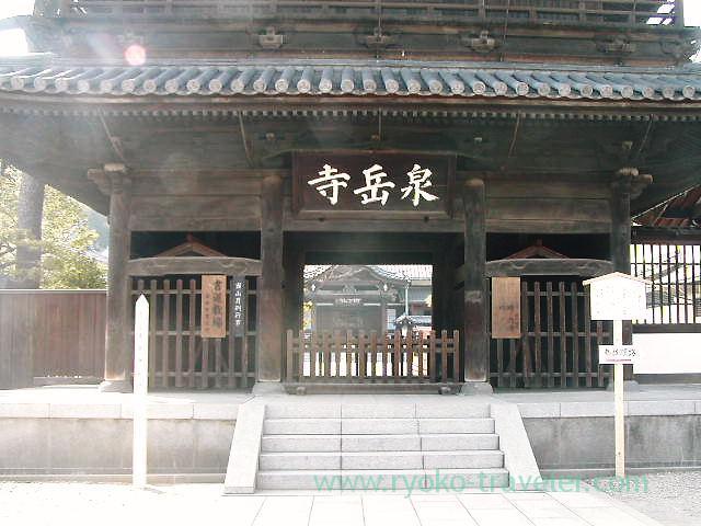 Main gate, Sengakuji temple (Sengakuji)