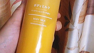 Body milk : MUJI Mandarin and lemon scent