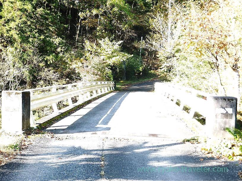 Bridge in front of the mountain road, Mt.Warabi(Naguri)