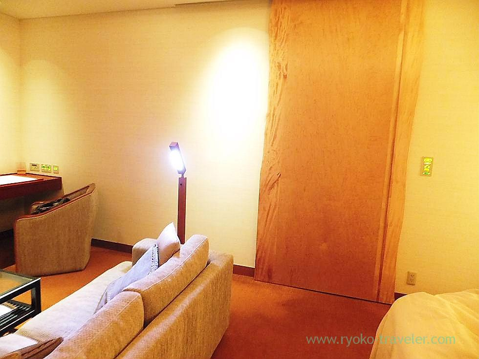 Closed the wooden door, Peninsula Tokyo (Yurakucho)