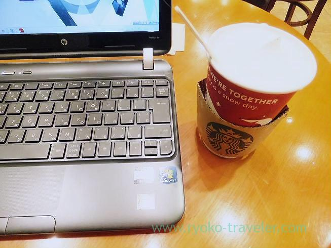 My pc and latte, Starbucks coffee Funabashi Lalaport branch (Funabashi Keibajo)