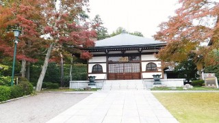 "Hanno : Leaves changing color at temple ""Noninji"""
