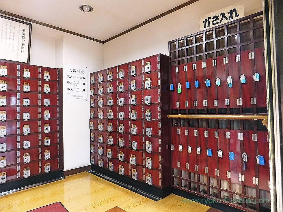 Shoes lockers, Daini Hisanoyu (Nishi-Ojima)