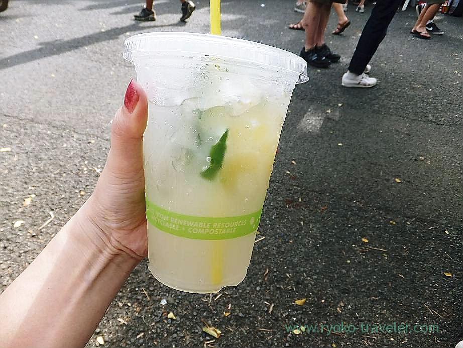Got a drink, Kcc Farmers Market, Honolulu(Honolulu 2012 winter)