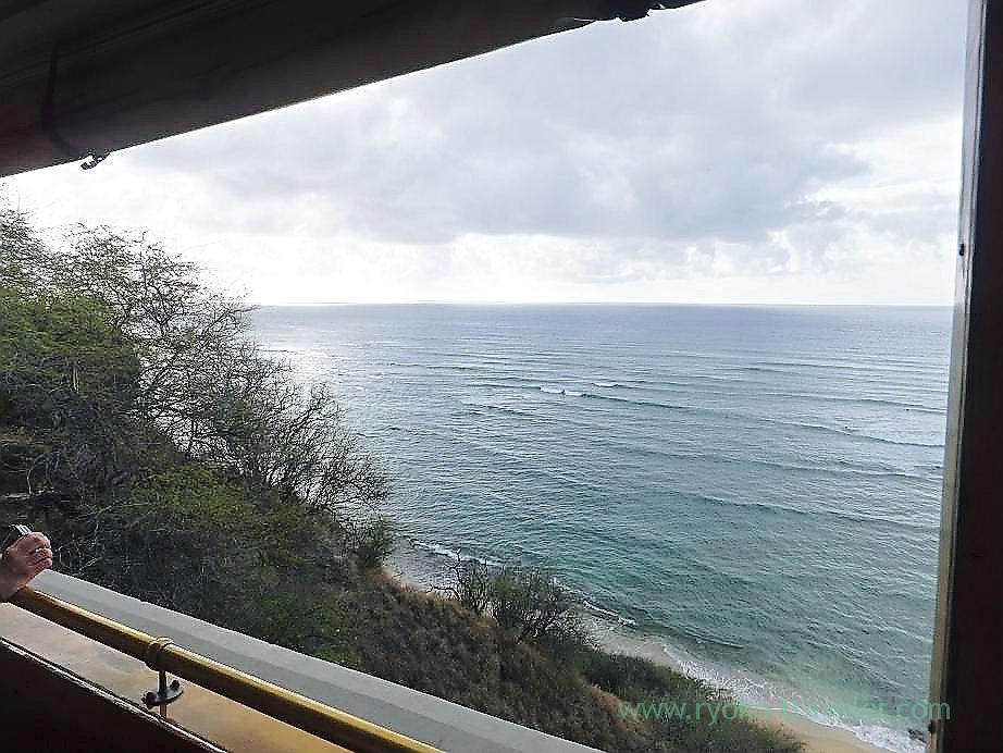 Sea on my way to KCC farmers market 1, Trolley, Honolulu(Honolulu 2012 winter)