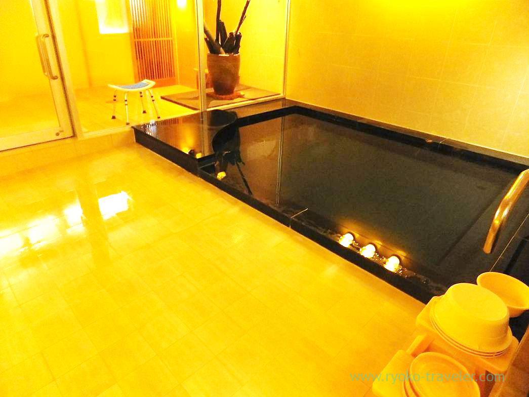 Bathtub, Hotel mannaka, Oboke (Kagawa & Tokushima 2011)