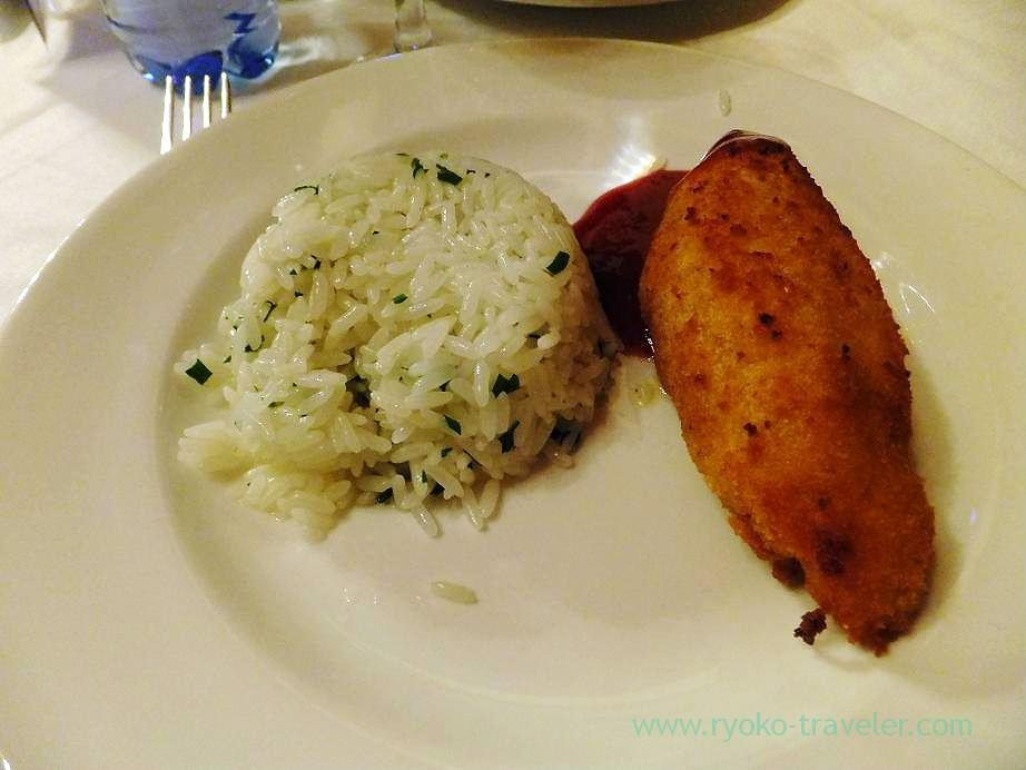 Kiev-style cutlet, Lunchtime before long trip by bus, Moscow (Russia 2012)
