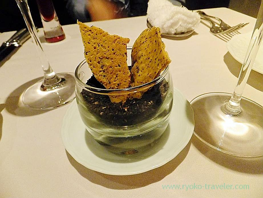 Black olive tuile, Au gout du jour merveille (Nihonbashi)