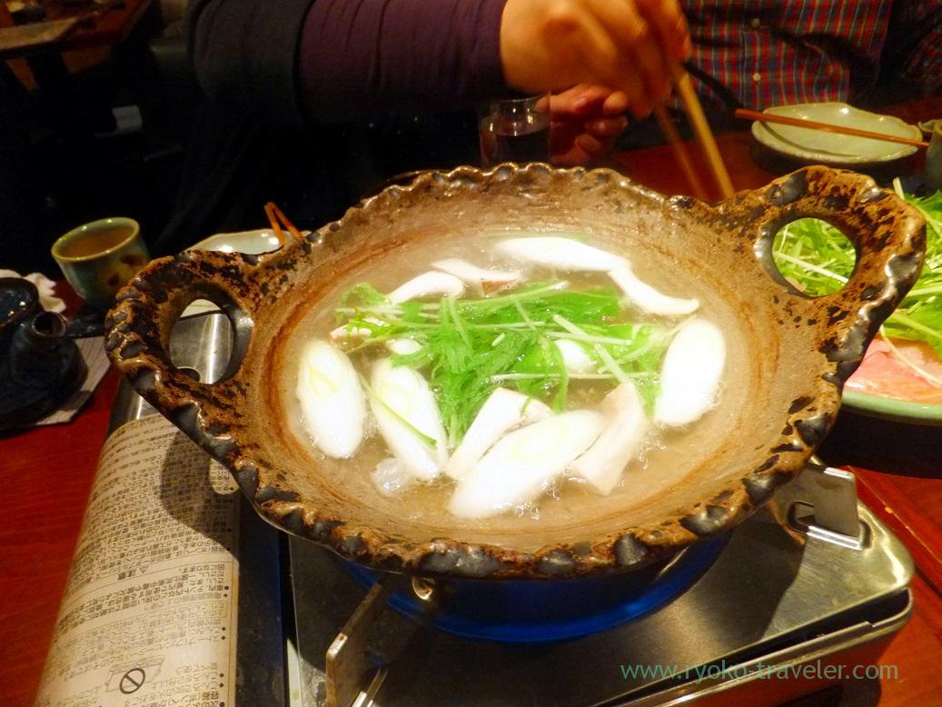 Put vegetables into the hotpot, Yamadaya (Tsukiji)