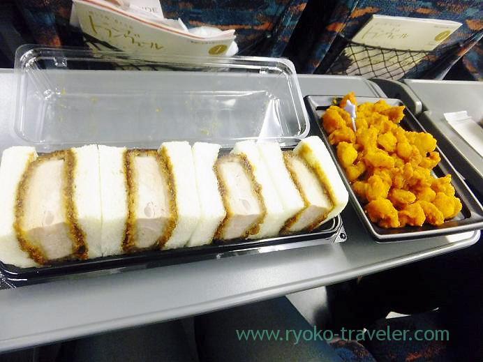 Cutlet sandwich and karaage, Kitchen Omiya and Toriasa, Tokyo (Tamagoyu 2013)