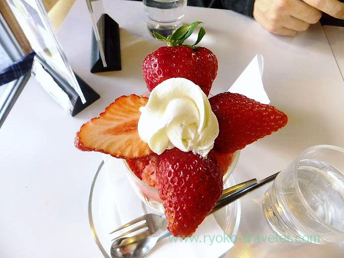 Strawberry parfait, Fruits parlor Fukunaga (Yotsuya-sanchome)