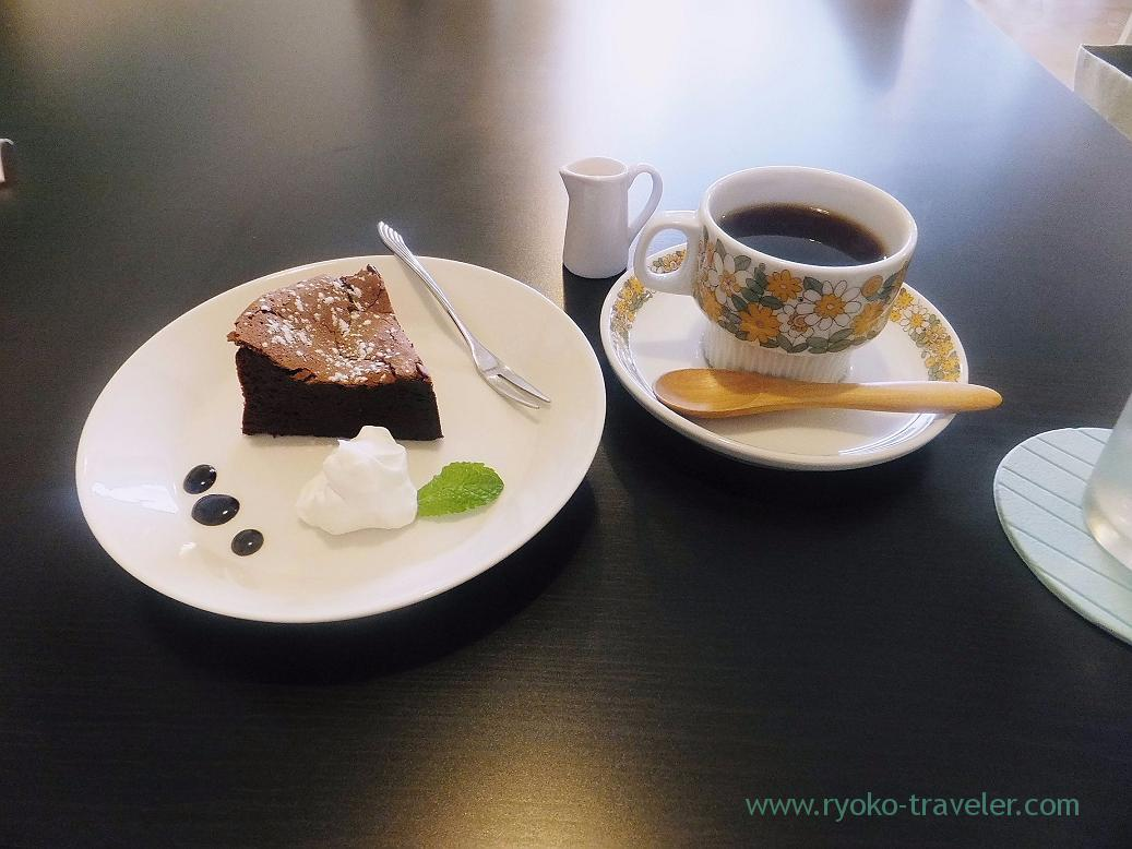 Coffee and cake, Karugamo coffee (Mtsudo)
