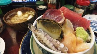 Tsukiji Market : Great sashimi bowl at Yonehana