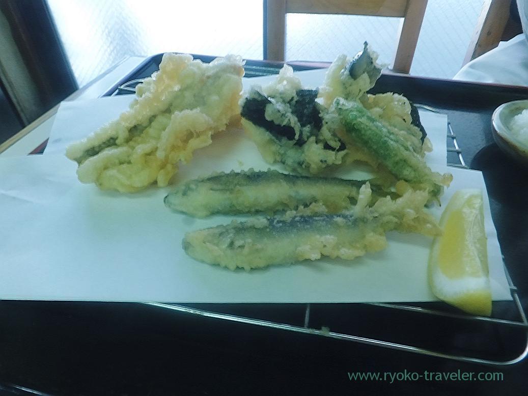 Young ayu, tidepool gunnel and scallop tempura, Tenfusa (Tsukiji Market)