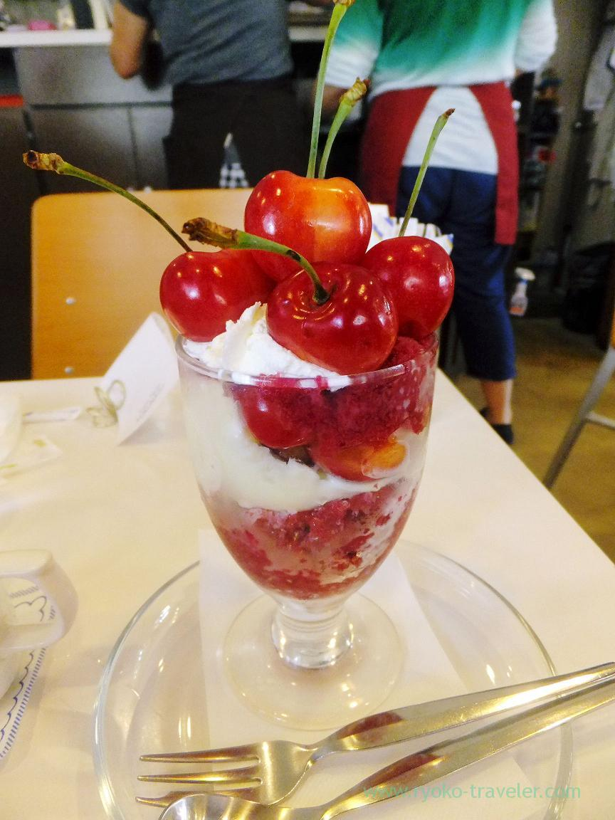 Cherry parfait1, Fukunaga Fruits Parlor (Yotsuya-sanchome)