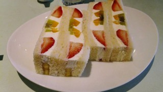 Monzen-nakacho : Fruits sandwich at Frutas