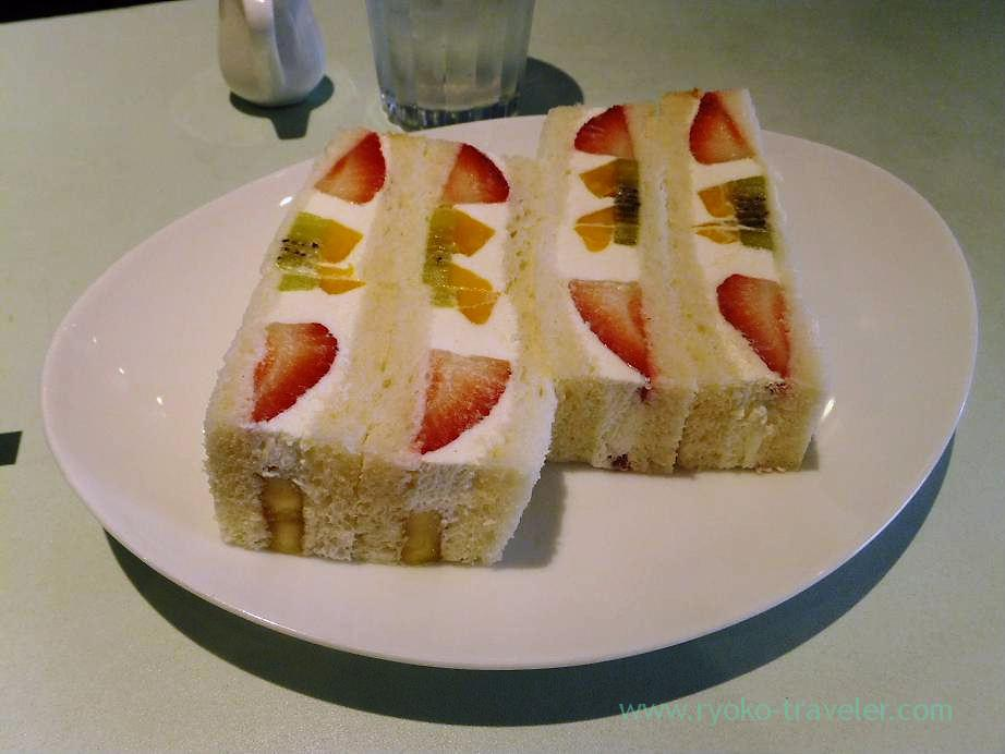 Fruits sandwich, Fruits Parlor FRUTAS (Monzen-Nakacho)