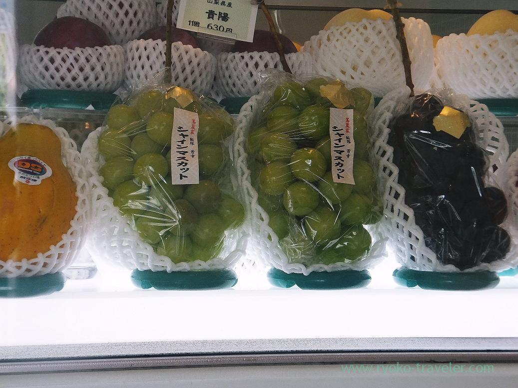 Shine Muscat, Fruits cafe FRUTAS (Monzen-nakacho)