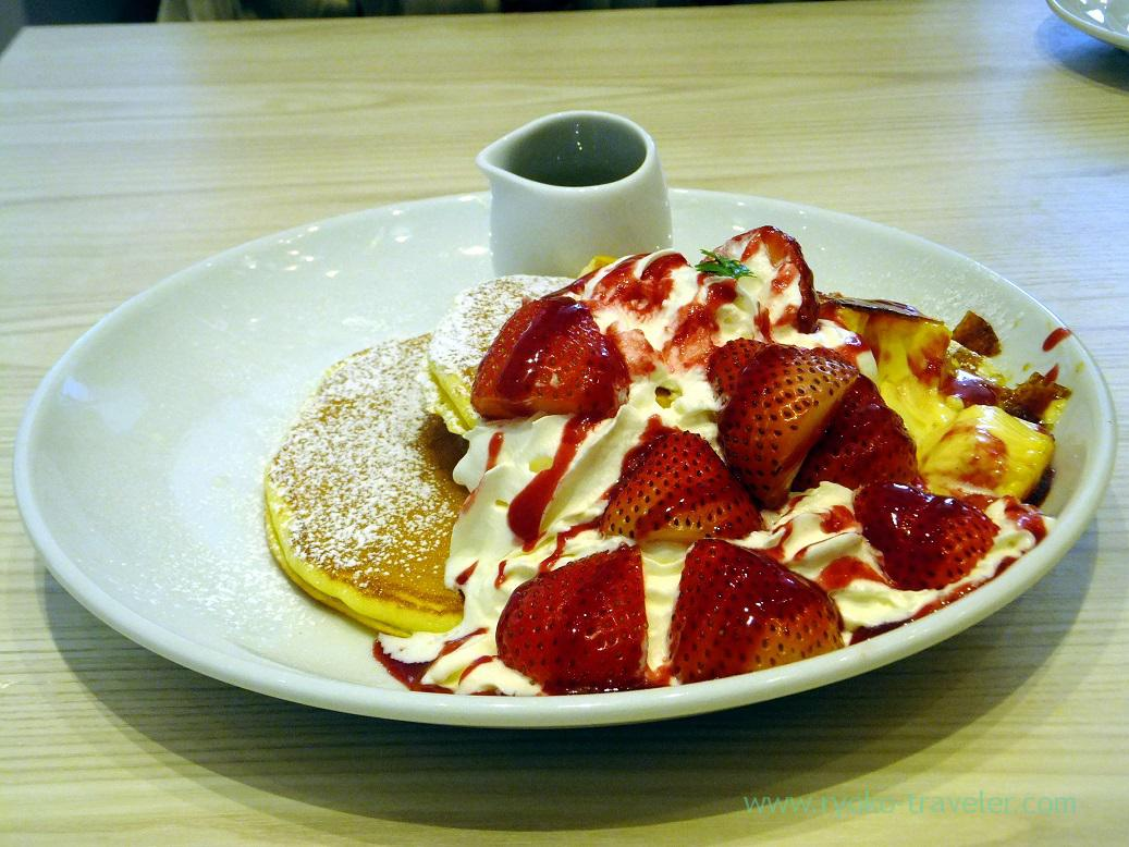 Strawberry and creme brulee pancake, Butter (Toyosu)