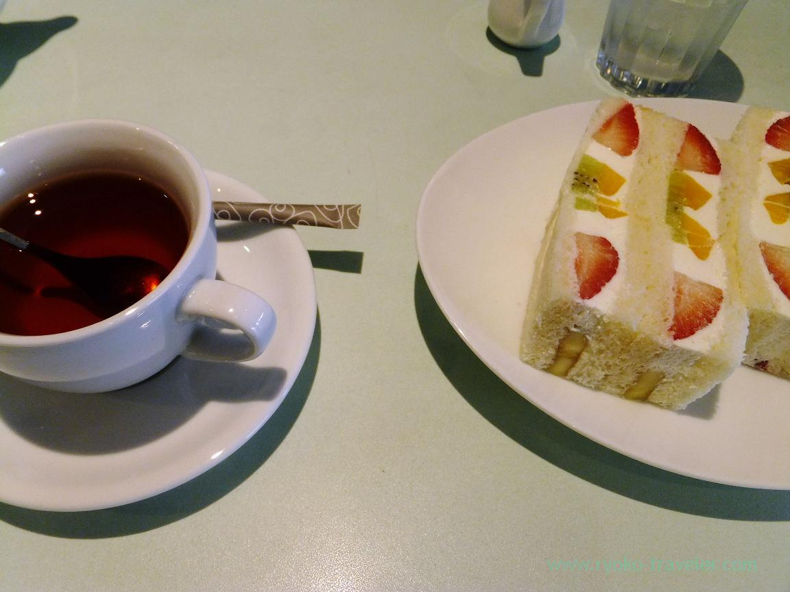 With tea, Fruits Parlor FRUTAS (Monzen-Nakacho)