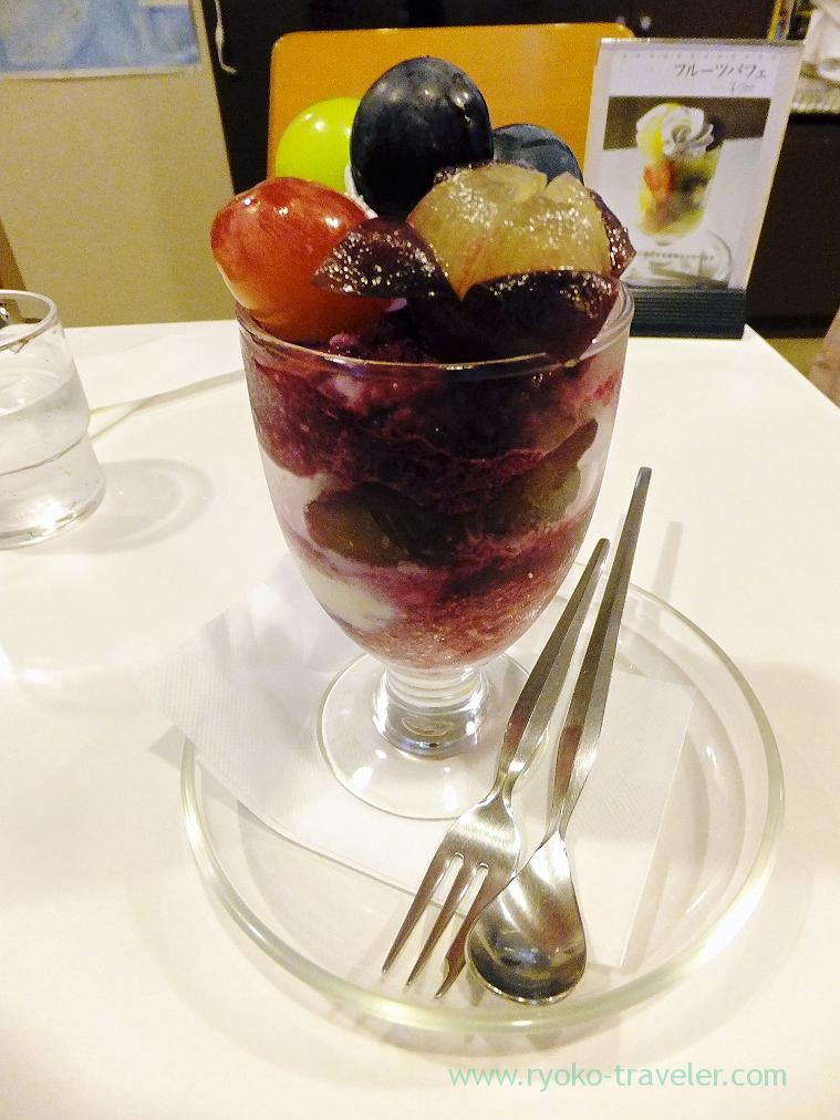 Grape parfait, Fukunaga Fruits Parlor (Yotsuya-sanchome)