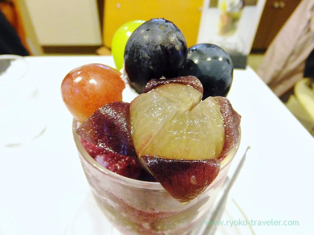 Grape parfait closer, Fukunaga Fruits Parlor (Yotsuya-sanchome)