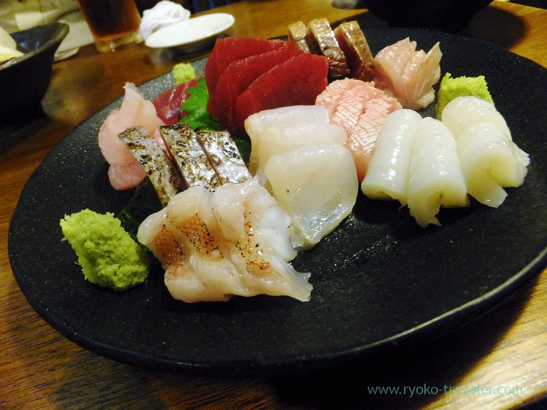 Assorted sashimi, kichiji rockfish, Armored weasel-fish, Euthynnus affinis, longtooth grouper, Scombrops gilberti etc , Kashigashira (Tsukiji)