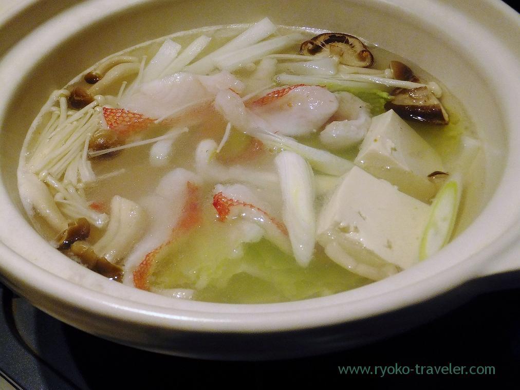 Boiling channel rockfish in a pot, Fujimura (Tsukiji)