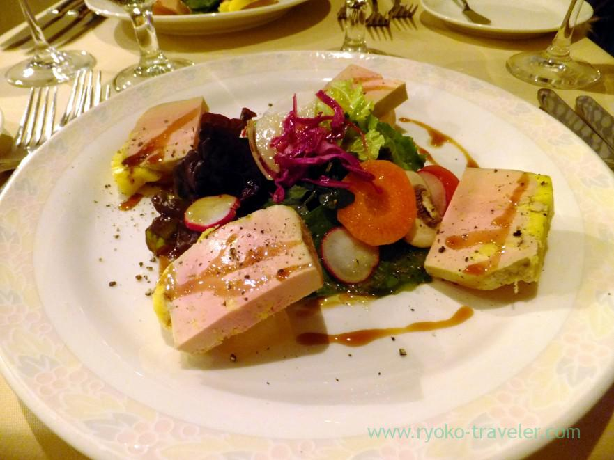 foie-gras-from-landes-terrine-with-apple-compote-and-balsamic-sauce-cinq-au-pied-makuhari-hongo