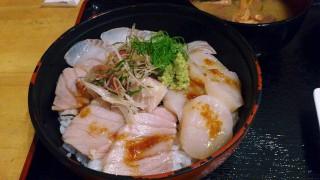 Funabashi : 3 colors sashimi bowl at Maguro-ichi (まぐろ市)