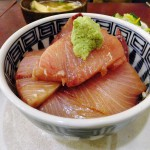 Tsukiji Market : Cold yellow tail bowl at Yonehana (米花)