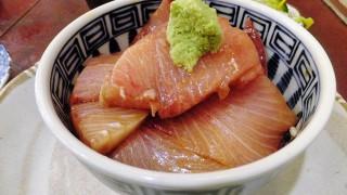 Tsukiji Market : Cold yellow tail bowl at Yonehana (米花)