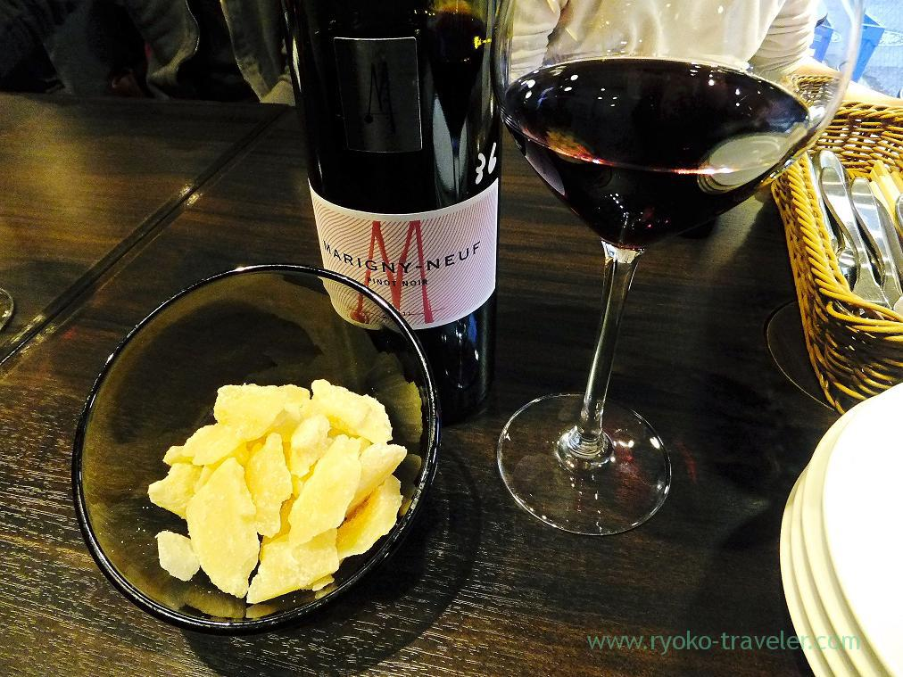 Marigny neuf pinot noir 2011 and cheese, Ore-no-French Ningyocho (Ningyocho)