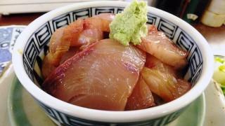 Tsukiji Market : Cold yellowtail bowl on this season (米花)