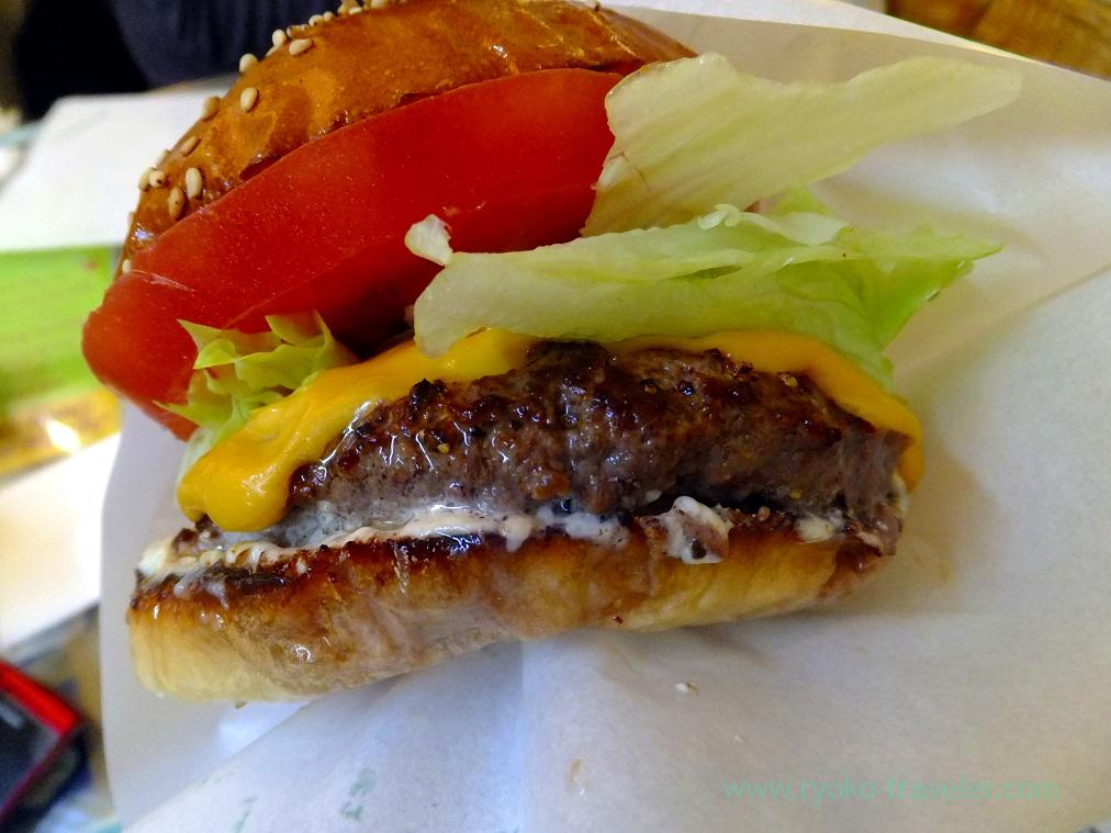 Cheeseburger with paper, Aloha Diner Dukes (Funabashi)
