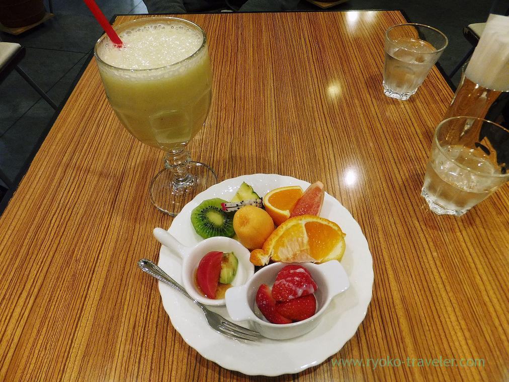 Melon juice and assorted fruits, Miki Fruits Cafe (Nishi Ohashi)