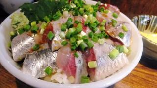 Tsukiji : Two species of sashimi bowl at Hajime Sengyo-ten (はじめ鮮魚店)