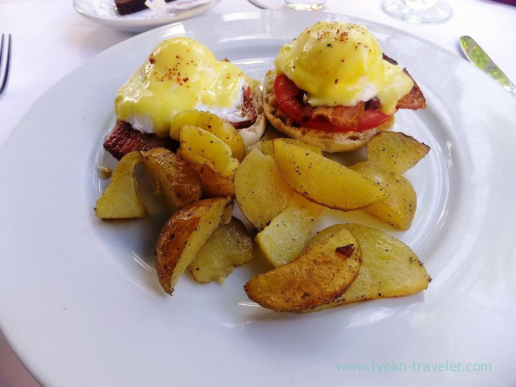 Eggs benedict, IL PINO (Honolulu2014)