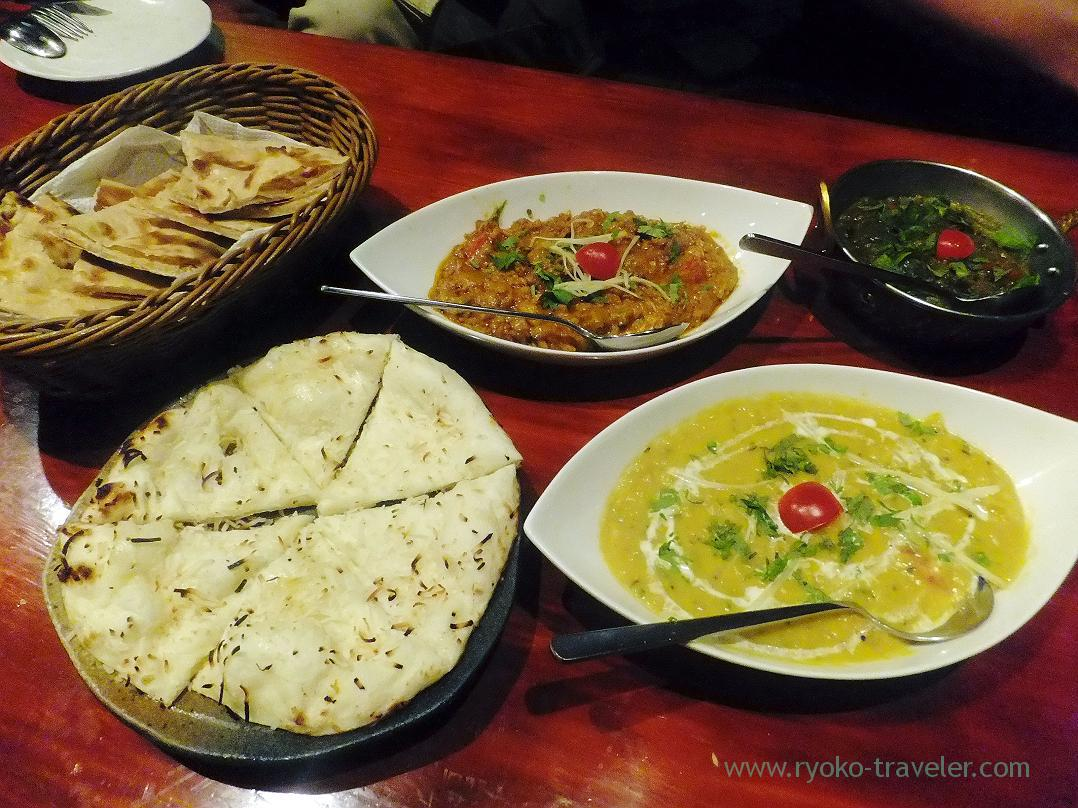 Curries and naan,Kamal pool (Kiba)