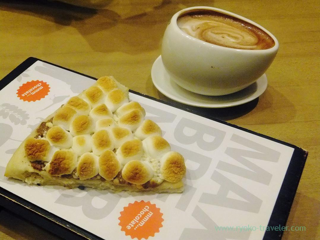 Chocolate chunk pizza and hot chocolate, MAX BRENNER CHOCOLATE BAR (Oshiage)