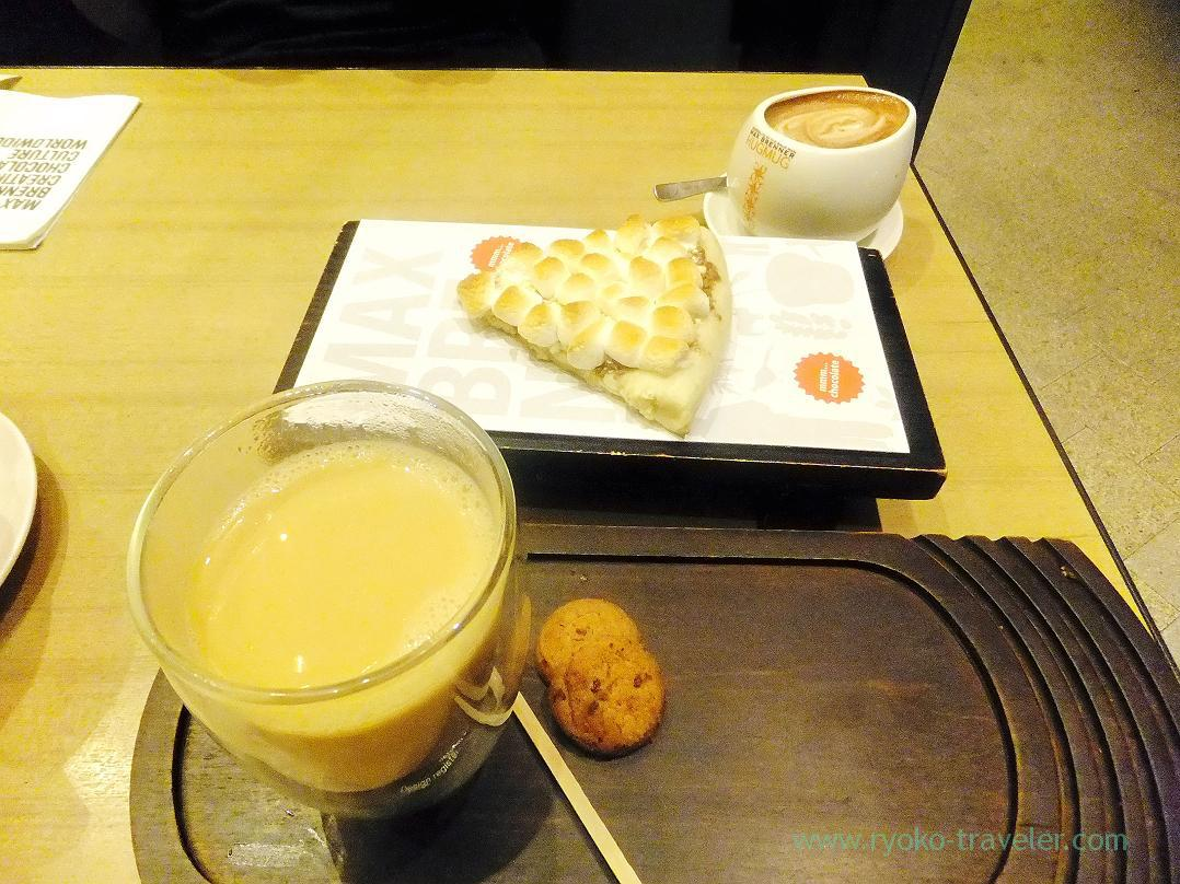 Chocolate chunk pizza and milk tea, MAX BRENNER CHOCOLATE BAR (Oshiage)