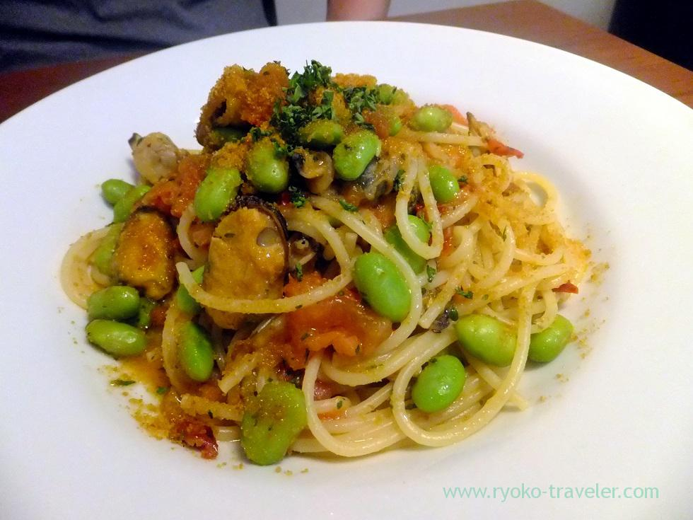 Spaghetti with asari clam, mussels, edamame, fresh tomato and dried toamto and dried mullet roe, Cracca italian (Tsudanuma)