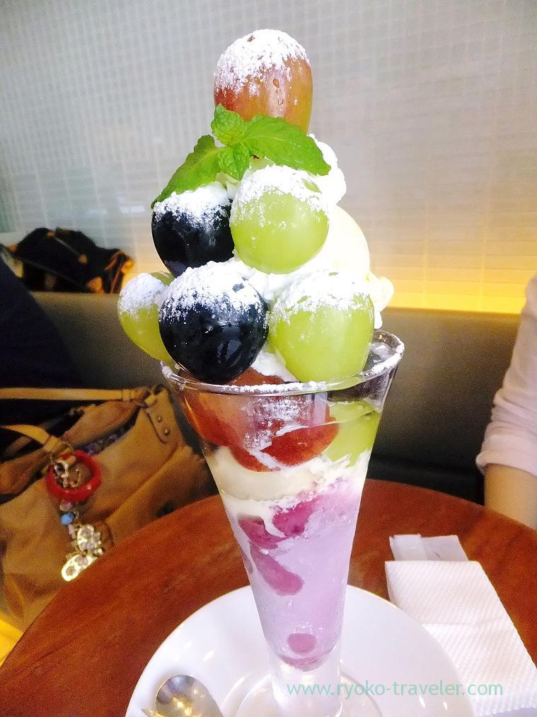 Three kinds of muscat and grape parfait, Fruits cafe FRUTAS (Monzen-nakacho)