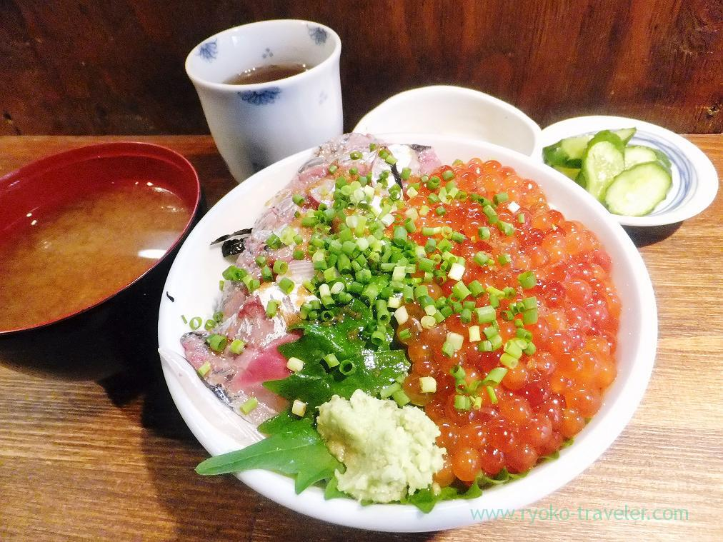 Horse mackerel and salmon roe bowl, Hajime Sengyo-ten (Tsukiji)