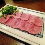 Ningyocho : Raw and grilled giblets at Hyottoko (やきとん ひょっとこ)