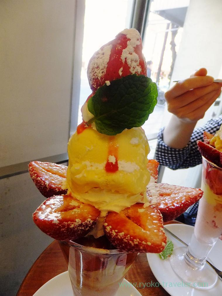 Amaou strawberry parfait closer, Fruits cafe Frutas (Monzen-nakacho)