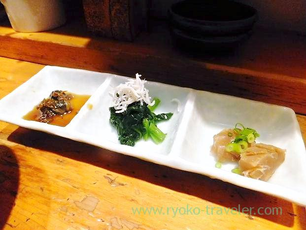 Ark shell liver, spinach with small sardines and blackthroat seaperch, Kashigashira (Tsukiji)