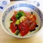 Tsukiji : Tuna bowl along busy Monzeki street (まぐろどんぶり瀬川)