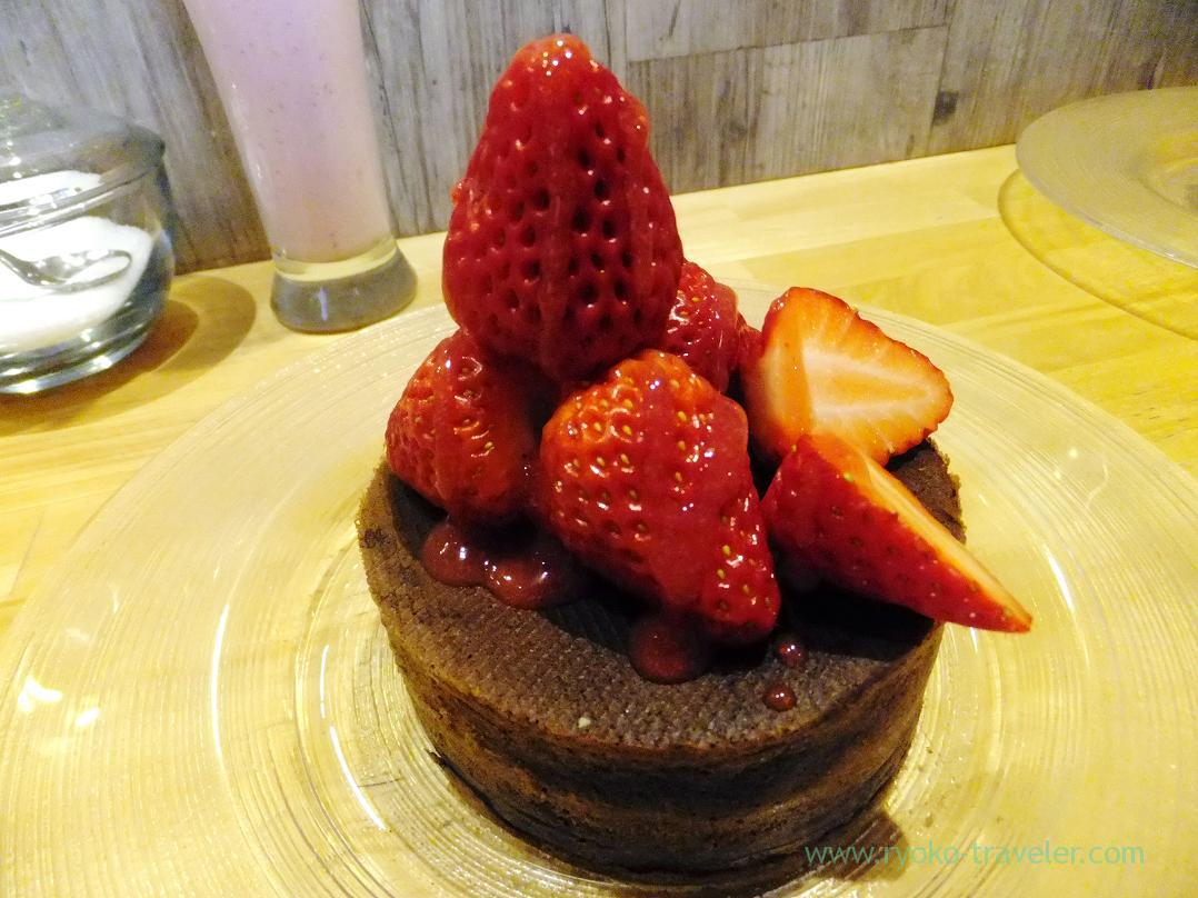 Pancake with strawberry with cocoa powder, Yuki-no-shita GINZA (Ginza)