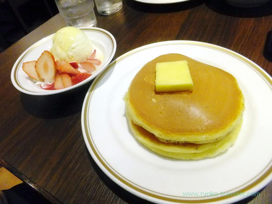 Hot cake with strawberry, Civitas (Kamata)